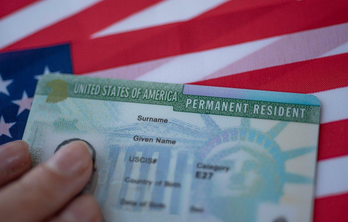 IMMIGRANTS CAN NOW APPLY FOR U.S. CITIZENSHIP AND GREEN CARDS ONLINE. HERE'S HOW